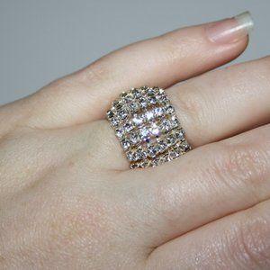 Beautiful silver rhinestone ring adjustable